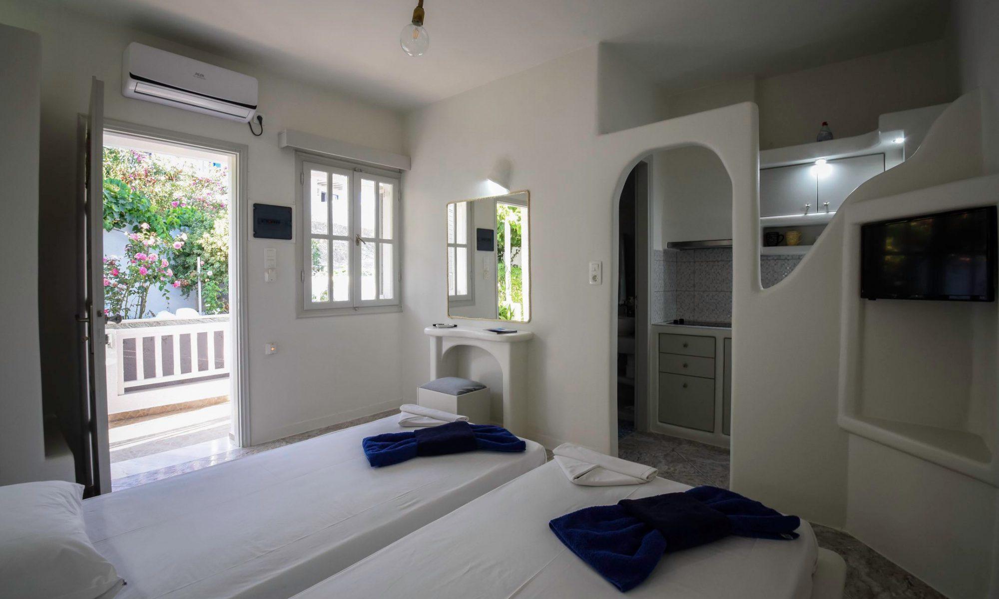 Makrinos Milos Rooms & Studios